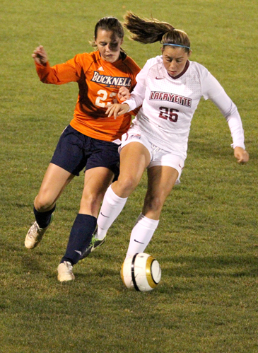 Alyssa Finelli '15 attempts to control possession against Bucknell.